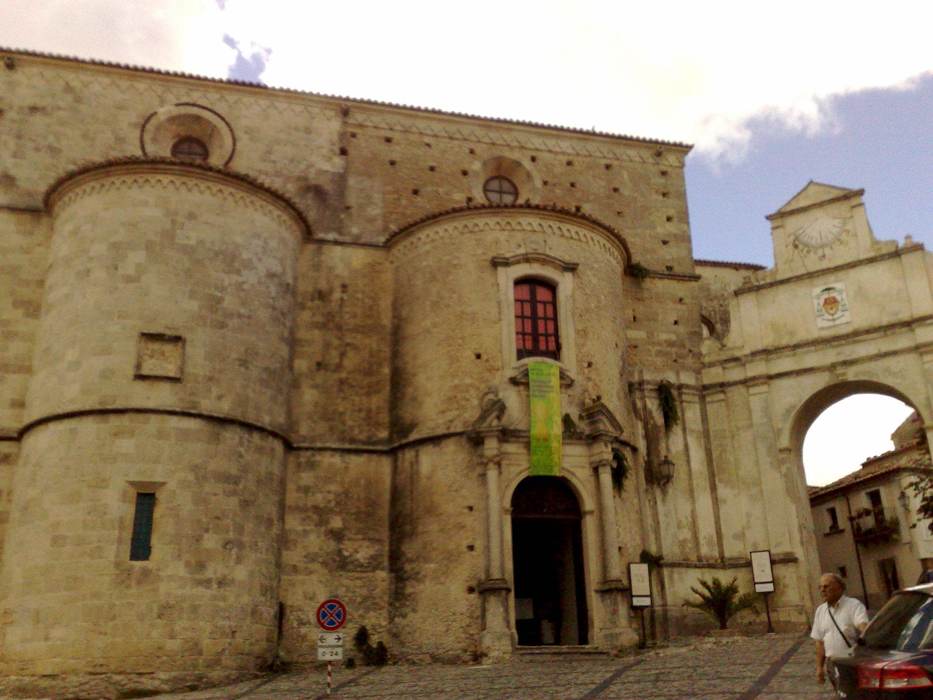 1920px-cattedrale_di_gerace_-_esterno